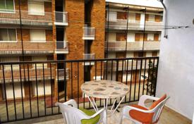 Coastal apartments for sale in Costa Dorada. Apartment with a terrace in the house with an elevator and a garden, Cambrils, Spain