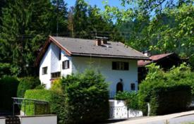 4 bedroom houses for sale in Bavaria. House with spacious rooms in a privileged area of the city, Bad Wiessee, Germany