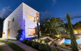 Luxury residential for sale in Split-Dalmatia County. Luxury Villa first line on Bol