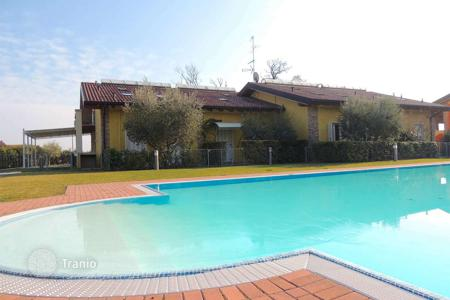 Townhouses for sale in Italian Lakes. Terraced house – Desenzano del Garda, Lombardy, Italy