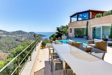 Houses with pools by the sea for sale in Côte d'Azur (French Riviera). MODERN CHARMING VILLA THÉOULE-SUR-MER