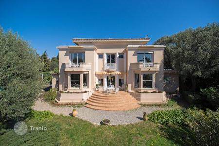 Luxury 6 bedroom houses for sale in Antibes. Cap d 'Antibes — Beautiful Bourgeoise style villa