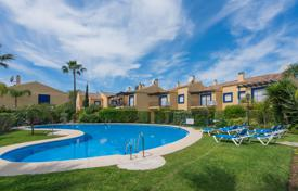 Coastal townhouses for sale in Costa del Sol. Luminous Townhouse in Azalea Beach, Puerto Banus