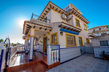 4 bedroom apartments for sale in Alicante. Townhouse of 4 bedrooms in Orihuela Costa
