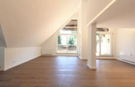 Luxury 3 bedroom apartments for sale in Germany. Apartment with a terrace, in a renovated residence with a garden and a garage, in Harlaching district, Munich, Germany