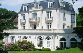 5 bedroom houses for sale in Garches. Beautiful villa in Garches, close to Paris, France