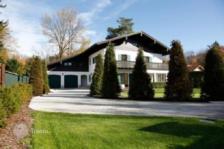 Property for sale in Bavaria. Renovated villa with garden and summer house in Grunwald, near the river Isar, Munich