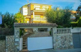 Houses with pools by the sea for sale in Tarragona. Villa – Cunit, Catalonia, Spain