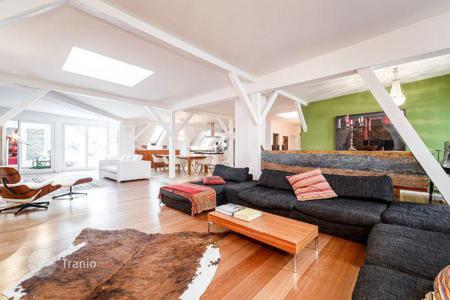 Luxury 3 bedroom apartments for sale in Germany. Spacious penthouse with terrace in a historic building, in Charlottenburg, Berlin. The price includes 2 parking spaces