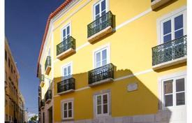 4 bedroom apartments for sale in Lisbon. 3-roomed flat in a quiet neighbourhood of Lisbon