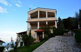 6 bedroom houses by the sea for sale in Administration of the Peloponnese, Western Greece and the Ionian Islands. Furnished villa in Peloponnese, Greece. Just 400 meters from the beach, garden, swimming pool, parking.