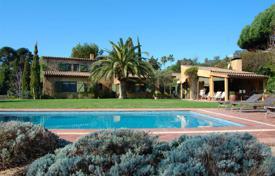 Luxury residential for sale in Blanes. Spacious villa with a garden and a pool, overlooking the sea, in a residential complex, in a prestigious area, Blanes, Spain