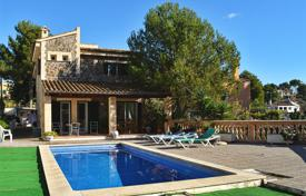 4 bedroom houses for sale in Majorca (Mallorca). Two-storey villa in a 5-minute walk from the beach, Calvia, Spain
