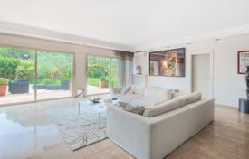4 bedroom apartments to rent in Provence - Alpes - Cote d'Azur. Beautiful apartment in Cannes with private garden