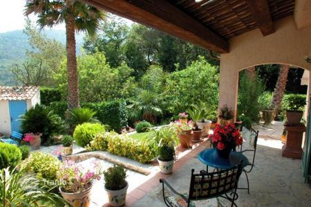 Villas and houses to rent in Provence - Alpes - Cote d'Azur. Villa – Menton, Côte d'Azur (French Riviera), France