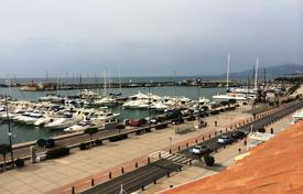 Coastal residential for sale in Catalonia. Four-room penthouse with a view of the sea and the port in Cambrils, Costa Dorada