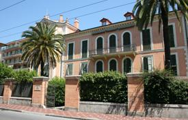 3 bedroom apartments for sale in Bordighera. Two-level apartment with 3 bedrooms in a historic building near the beach in Bordighera, Italy