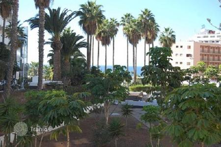 Apartments with pools by the sea for sale in Canary Islands. Comfortable apartment in the heart of Las Americas, Tenerife, Spain