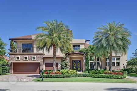 5 bedroom houses for sale in North America. The villa in a respectable resort town Boca Raton