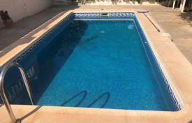 Spacious villa with a backyard, a swimming pool, a sitting area, a terrace and a garage, Torrevieja, Spain for 275,000 €