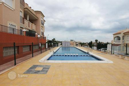 Coastal chalets for sale in Costa Blanca. Orihuela Costa, La Florida. Townhouse with 106 m² of housing and plot of 20 m². This property consists of 4 bedrooms, 2 bathrooms