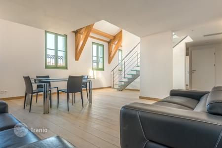 4 bedroom apartments for sale in Côte d'Azur (French Riviera). Musiciens, top floor duplex, gorgeous 5 room apartment renovated