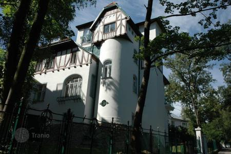 Luxury houses for sale in Vienna. Villa in Art Nouveau style close to the palace park Pettsleynsdorfer in Vienna with reduced price