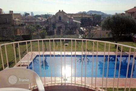 Residential for sale in Tiana. Duplex for sale in center Tiana, one of the nearest province of Barcelona. There are community area with swimming pool with playground