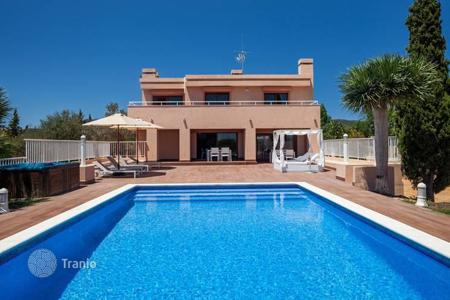 5 bedroom villas and houses to rent in Balearic Islands. Villa with 5 bedrooms and swimming pool for rent in Sant Jordi, Spain