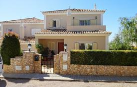 Townhouses for sale in Faro. 3 bedroom townhouse with pool and ocean views in immaculate order, near Loule