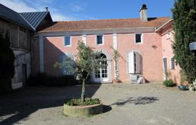 2 bedroom houses for sale in France. Villa with a natural stone facade, a swimming pool and a spacious park, two minutes drive north of Tarbes, France