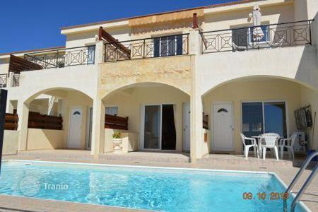 Townhouses for sale in Peyia. Chic townhouse with panoramic sea views — Peyia