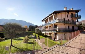 Cheap apartments with pools for sale in Italian Lakes. Apartment with garden on the ground floor