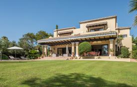 Luxury houses for sale in Andalusia. Excellent family home situated by the third green of Valderrama golf course