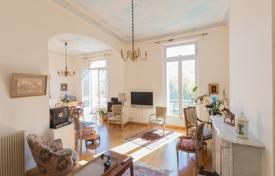 3 bedroom apartments for sale in Cimiez. Spacious apartment with a fireplace, in a historic building in the prestigious area of Cimie, Nice, France