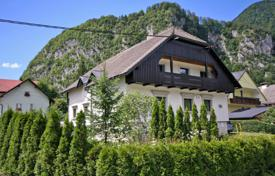 This is a very large luxury 5 apartment house in a lovely sunny quiet part of Mojstrana for 410,000 €