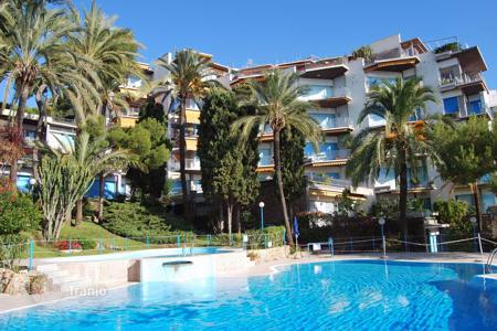 3 bedroom apartments by the sea for sale in Italy. Apartment in a modern residential complex with swimming pool and sea view in San Remo
