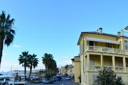 4 bedroom apartments for sale in Italy. Apartment in Riva Ligure