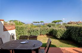 Coastal residential for sale in Porto Santo Stefano. Terraced house for sale in Tuscany