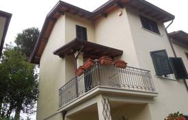 4 bedroom apartments for sale in Tuscany. Apartment – Lucca, Tuscany, Italy