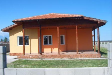 3 bedroom houses for sale in Dobrich Region. Renovated one-storey house for sale near Balchik