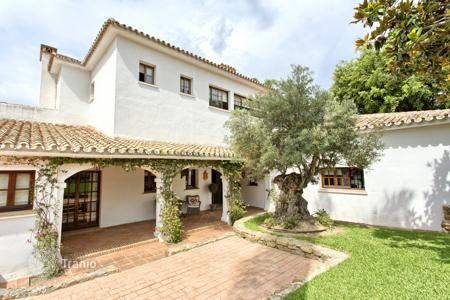 Luxury 6 bedroom houses for sale in Marbella. Villa for sale in Aloha, Nueva Andalucia