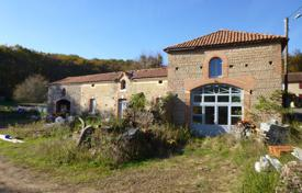 5 bedroom houses for sale in Occitanie. Spacious villa with additional buildings, in a quiet area, 20 minutes drive from Tarbes, Hautes-Pyrénées, France