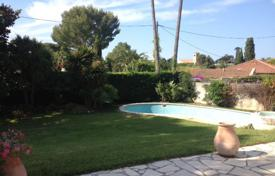 2 bedroom houses for sale in Côte d'Azur (French Riviera). Cap d'Antibes — Close to Garoupe beaches
