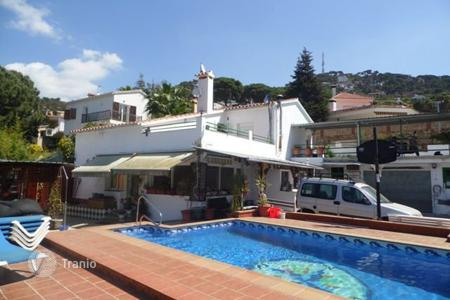 5 bedroom houses by the sea for sale in Lloret de Mar. House in Roca Grossa
