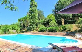 Houses with pools for sale in Umbria. We are delighted to offer you for sale this recently restored prestigious farmhouse