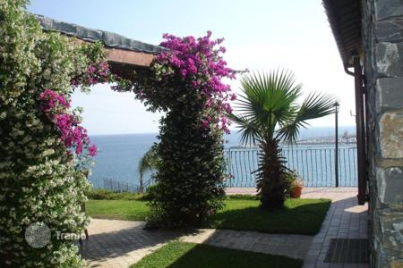 Houses with pools by the sea for sale in Santo Stefano Al Mare. Villa – Santo Stefano Al Mare, Liguria, Italy