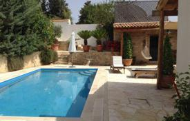 3 bedroom houses for sale in Mesa Chorio. 3 bedroom villa, 2 apartments, sea views, private pool, village location