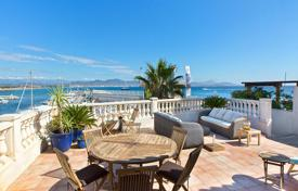 Houses for sale in Fréjus. Villa overlooking the sea and mountains, with an independent apartment, a garden, a swimming pool, Saint Aygulf, Fréjus, Côte d'Azur, France