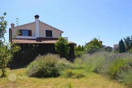 Property for sale in Bale. House HOUSE WITH TWO APARTMENTS AND COTTAGE